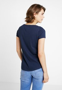 Tommy Jeans - SOFT V NECK TEE - Basic T-shirt - black iris - 2