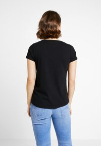 Tommy Jeans - SOFT V NECK TEE - Basic T-shirt - tommy black - 2