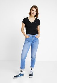 Tommy Jeans - SOFT V NECK TEE - Basic T-shirt - tommy black - 1