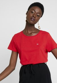 Tommy Jeans - SOFT TEE - T-shirt basique - flame scarlet - 3