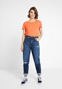 Tommy Jeans - SOFT TEE - T-shirt basique - emberglow - 1