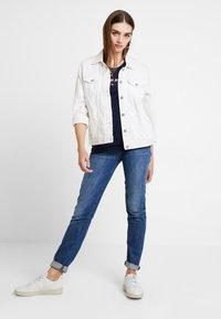 Tommy Jeans - SLIM MODERN LOGO TEE - T-shirt - bas - black iris - 1