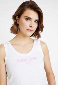 Tommy Jeans - TJW MODERN LOGO TANK - Top - classic white - 4