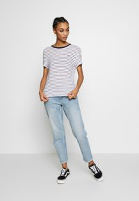 Tommy Jeans - ESSENTIAL STRIPE TEE - Print T-shirt - classic white / multi - 1