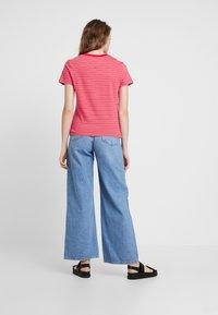 Tommy Jeans - ESSENTIAL STRIPE TEE - T-shirt imprimé - claret red - 2