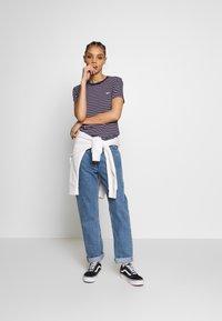 Tommy Jeans - ESSENTIAL STRIPE TEE - T-shirt imprimé - black iris/multi - 1