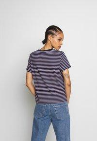 Tommy Jeans - ESSENTIAL STRIPE TEE - T-shirt imprimé - black iris/multi - 2