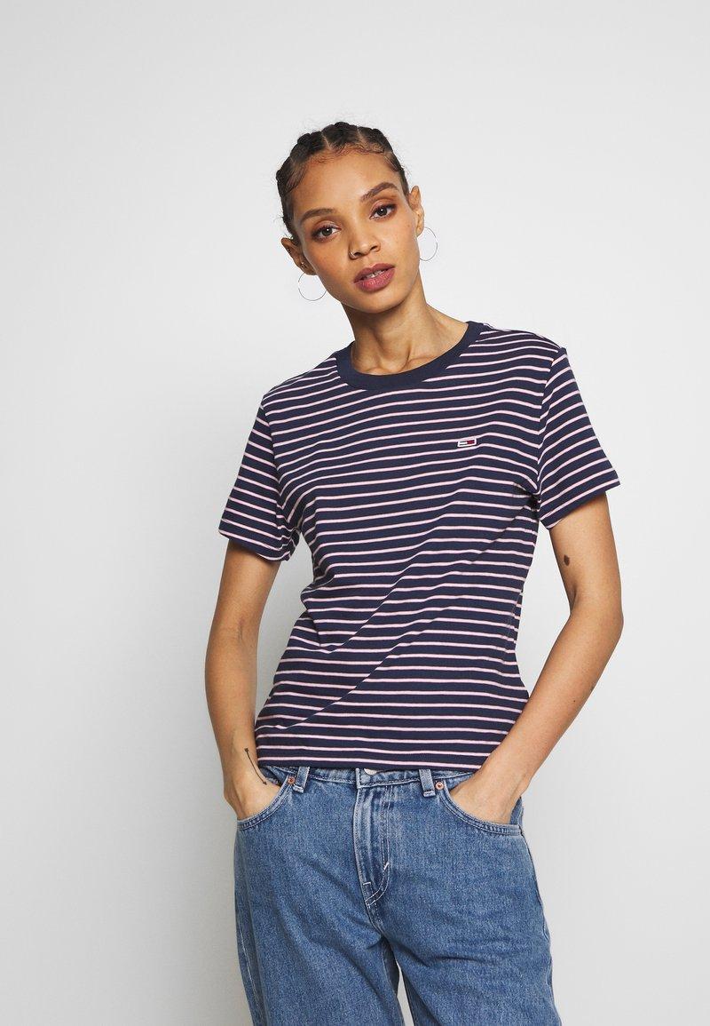 Tommy Jeans - ESSENTIAL STRIPE TEE - T-shirt imprimé - black iris/multi