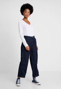Tommy Jeans - SOFT V NECK LONGSLEEVE - Top sdlouhým rukávem - classic white - 1