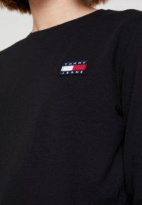 Tommy Jeans - BADGE LONGSLEEVE - Maglietta a manica lunga - black - 4