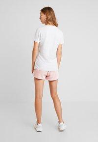 Tommy Jeans - VINTAGE SCRIPT TEE - T-shirt imprimé - pale grey - 0
