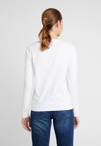 Tommy Jeans - ESSENTIAL LOGO LONGSLEEVE - Topper langermet - classic white - 2