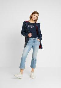 Tommy Jeans - ESSENTIAL LOGO LONGSLEEVE - Topper langermet - black iris - 1