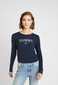 Tommy Jeans - ESSENTIAL LOGO LONGSLEEVE - Topper langermet - black iris - 0