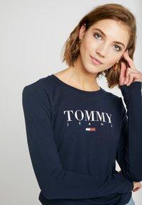 Tommy Jeans - ESSENTIAL LOGO LONGSLEEVE - Topper langermet - black iris - 3