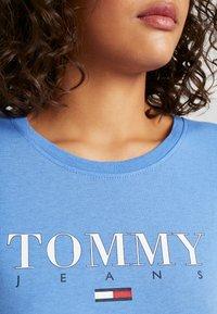 Tommy Jeans - ESSENTIAL SLIM LOGO TEE - Camiseta estampada - ultramarine - 4