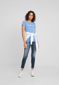 Tommy Jeans - ESSENTIAL SLIM LOGO TEE - Camiseta estampada - ultramarine - 1