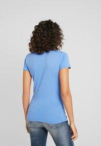 Tommy Jeans - ESSENTIAL SLIM LOGO TEE - Camiseta estampada - ultramarine - 2