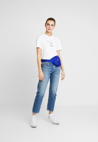 Tommy Jeans - SMALL LOGO TEXT TEE - Print T-shirt - classic white - 1
