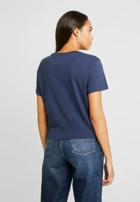 Tommy Jeans - STRIPE LOGO TEE - Camiseta estampada - classic white/multi - 2