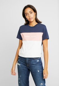 Tommy Jeans - STRIPE LOGO TEE - T-shirts med print - classic white/multi - 0