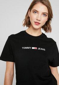 Tommy Jeans - LINEAR LOGO DETAIL TEE - T-shirt basique - black - 4
