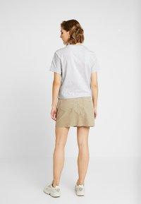 Tommy Jeans - OUTLINE FLAG TEE - T-shirt imprimé - pale grey heather - 2