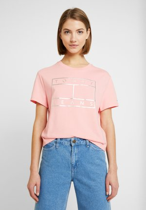 OUTLINE FLAG TEE - T-shirt con stampa - pink icing