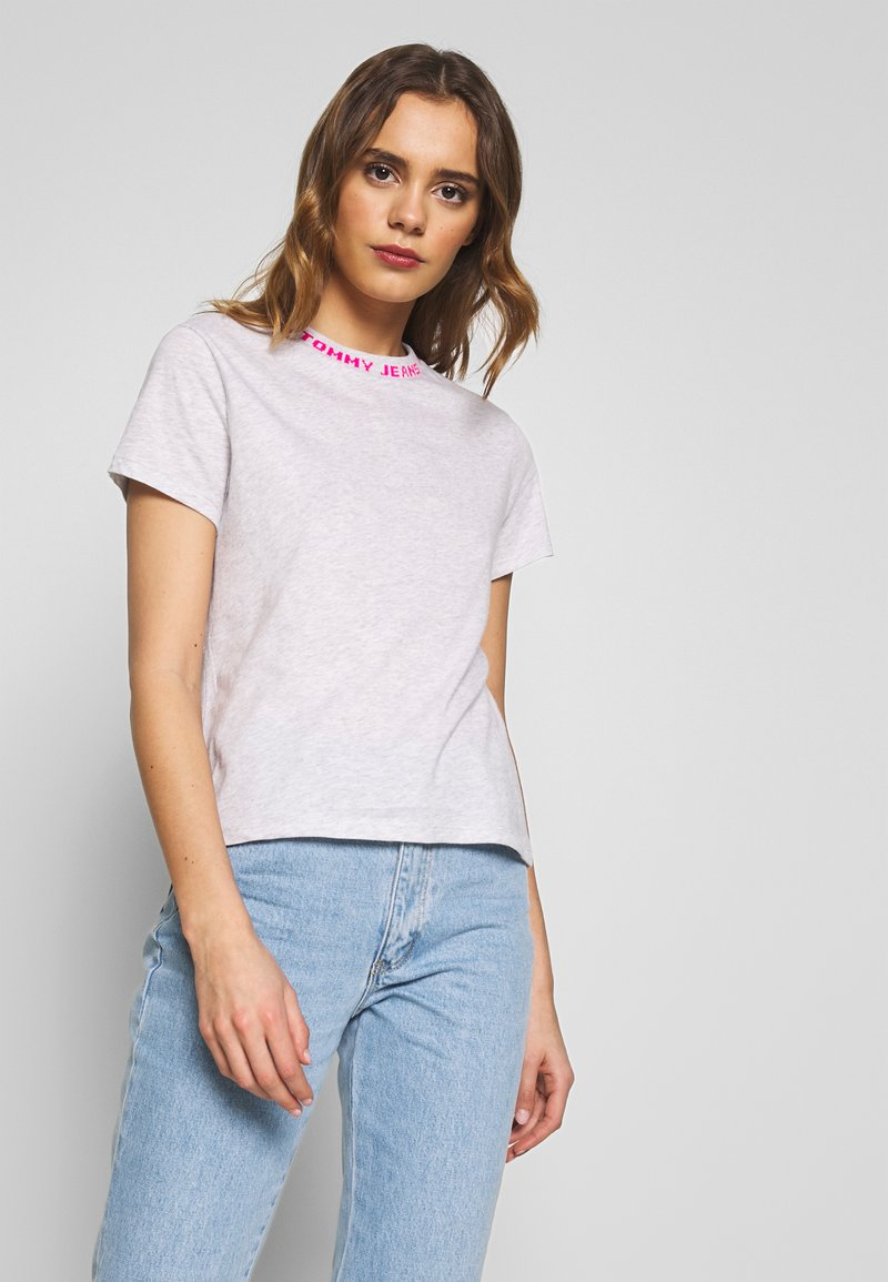 Tommy Jeans - BRANDED NECK TEE - T-shirts - pale grey htr