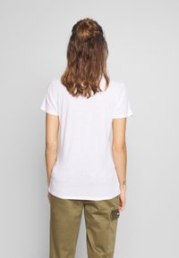 Tommy Jeans - CORP HEART LOGO TEE - Print T-shirt - classic white - 2