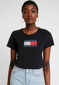 Tommy Jeans - METALLIC LOGO TEE - T-shirt print - black - 0