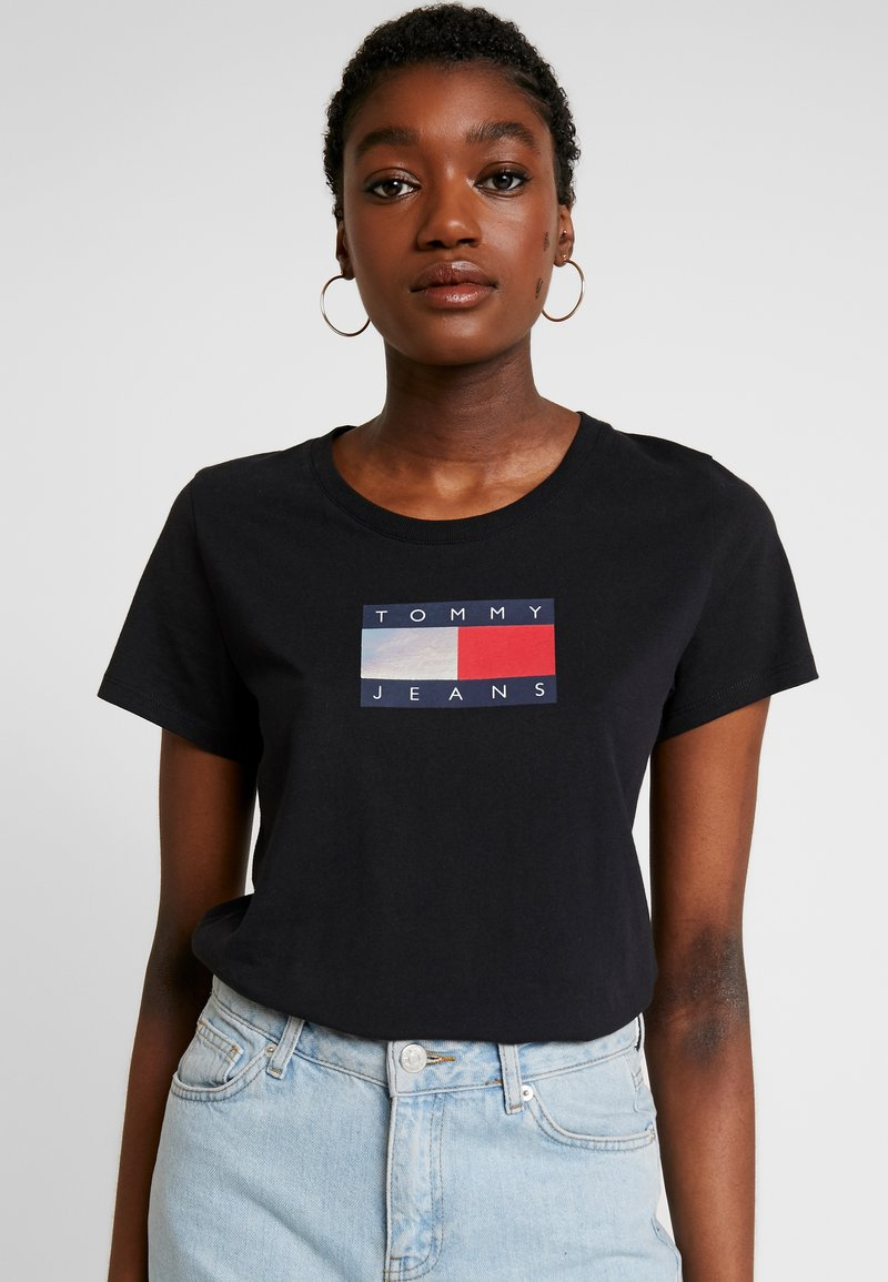 Tommy Jeans - METALLIC LOGO TEE - T-shirt print - black