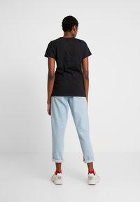 Tommy Jeans - METALLIC LOGO TEE - T-shirt print - black - 2