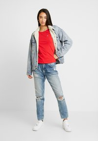 Tommy Jeans - TEE - T-shirt basique - racing red - 1