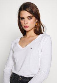 Tommy Jeans - SOFT LONGSLEEVE - Long sleeved top - white - 3