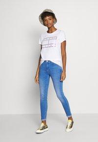 Tommy Jeans - METALLIC FLAG TEE - Print T-shirt - white - 1