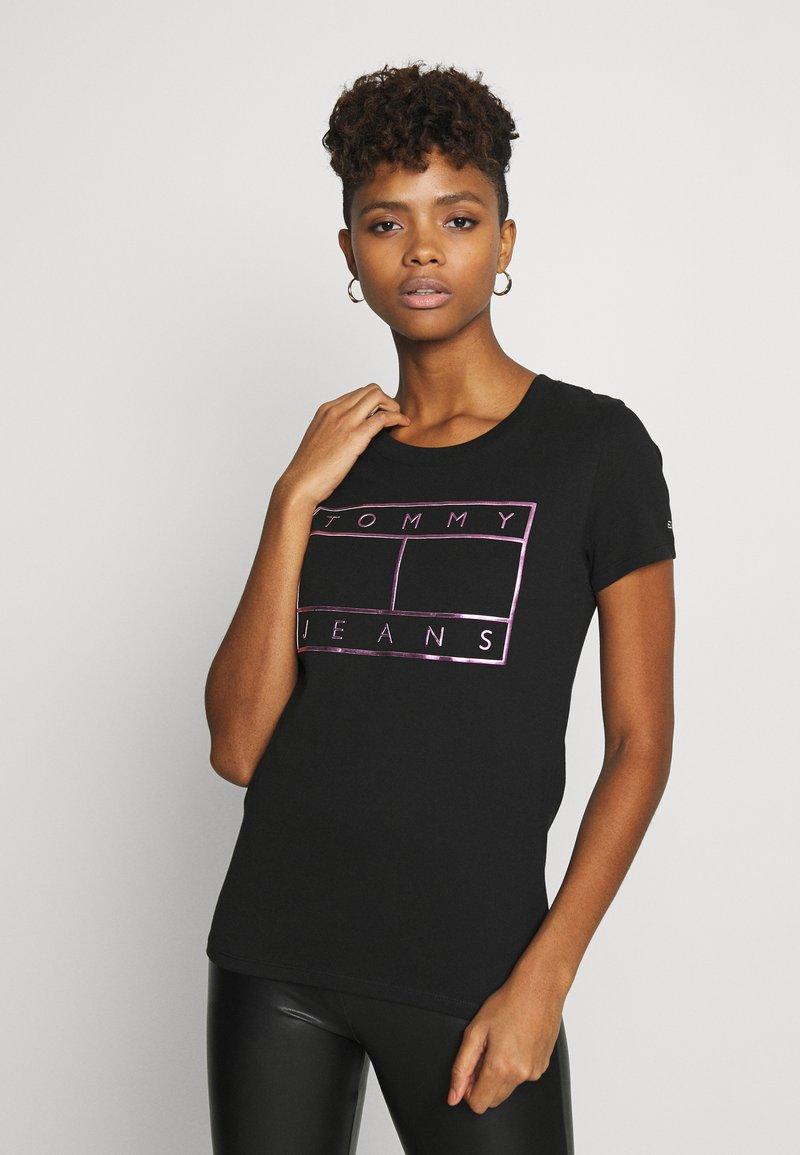 Tommy Jeans - METALLIC FLAG TEE - Print T-shirt - black