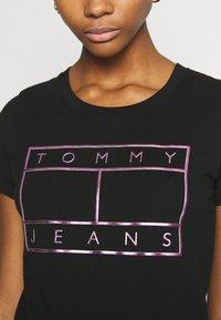 Tommy Jeans - METALLIC FLAG TEE - Print T-shirt - black - 5