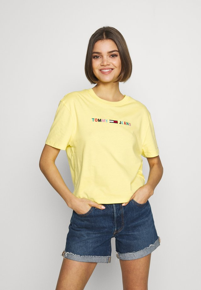 COLORED LINEAR LOGO TEE - T-shirts print - frozen lemon