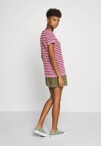 Tommy Jeans - TEXTURED STRIPE TEE - Print T-shirt - pink daisy/white - 2