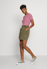 Tommy Jeans - TEXTURED STRIPE TEE - Print T-shirt - pink daisy/white - 1