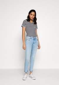 Tommy Jeans - TEXTURED STRIPE TEE - Print T-shirt - twilight navy / white - 1
