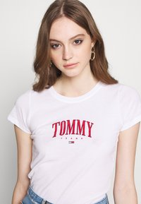 Tommy Jeans - SCRIPT  - Print T-shirt - white - 3