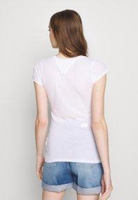 Tommy Jeans - SCRIPT  - Print T-shirt - white - 2