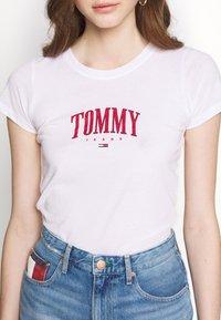 Tommy Jeans - SCRIPT  - Print T-shirt - white - 5