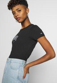 Tommy Jeans - SCRIPT  - T-shirt imprimé - black - 4