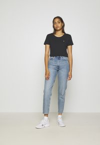Tommy Jeans - SOFT TEE - T-shirt basic - black - 1