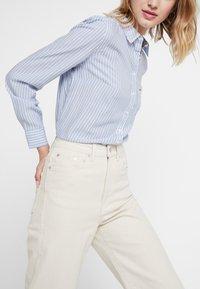 Tommy Jeans - REGULAR STRIPE - Skjorte - serenity/multi - 5
