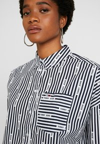 Tommy Jeans - LOGO  - Button-down blouse - black iris/classic white - 3