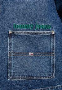 Tommy Jeans - WORKWEAR JACKET - Džínová bunda - save mid blue - 5